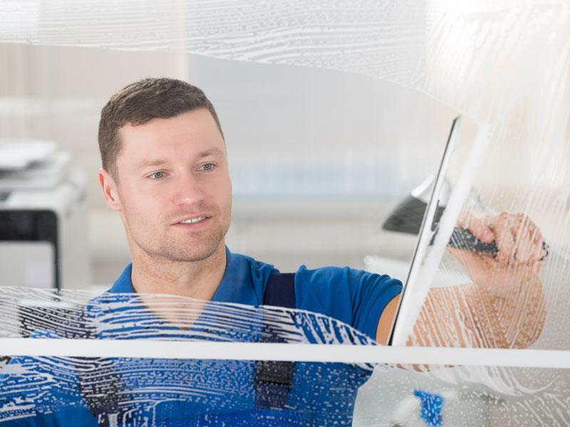 Gebäeudereinigung Fenster putzen